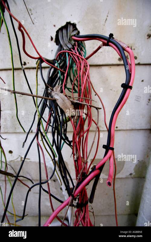 small resolution of exposed electrical wiring on the outside of a house vertical bapdb8352