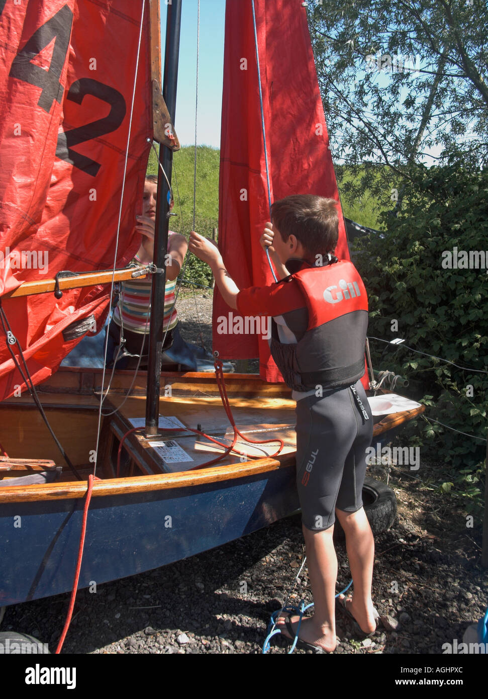 hight resolution of children rigging the sails and mast on a mirror class sailing dinghy stock image