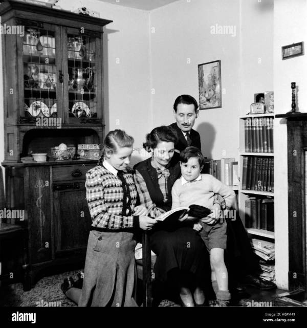 Vintage Family Snap Shot Of Parents Reading
