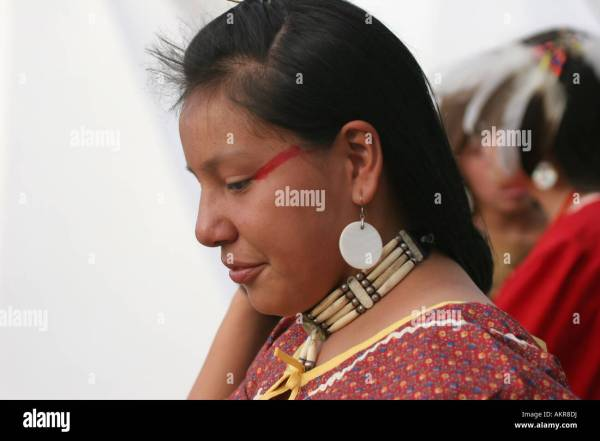 Native American Indian Woman With Red Paint Face Stock 15058781 - Alamy