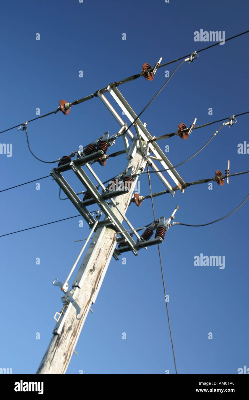 hight resolution of three phase power cable and jumpering system on pole