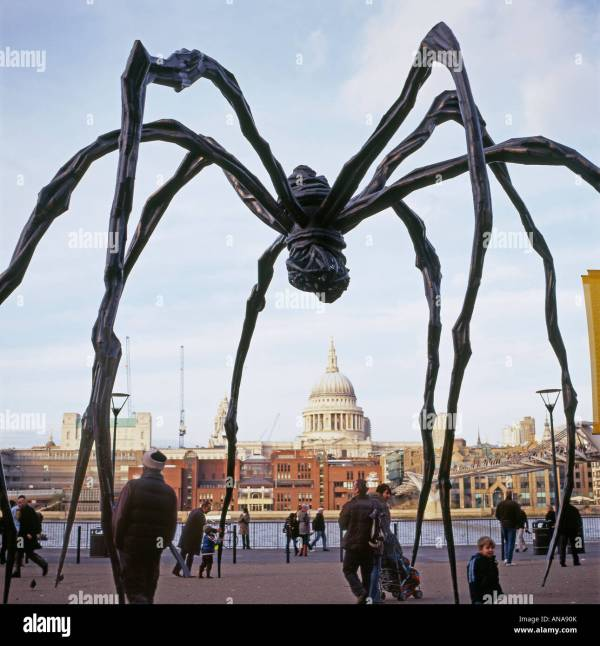 French Female Artist Louise Bourgeois Spider Maman
