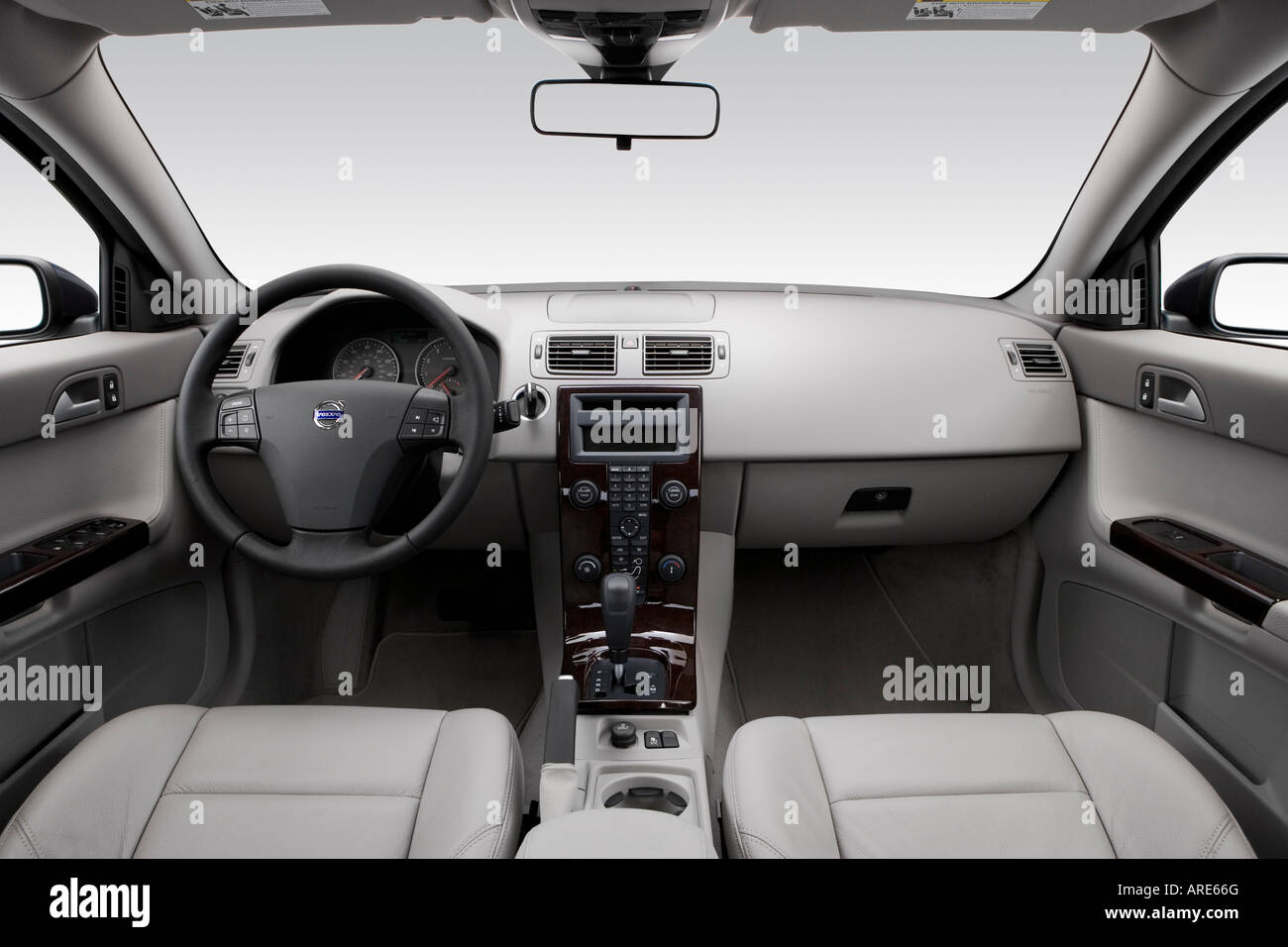 hight resolution of 2006 volvo s40 2 4 in blue dashboard center console gear shifter view