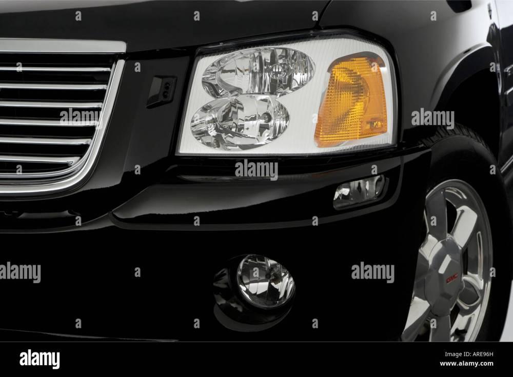 medium resolution of 2006 gmc envoy xl slt in black headlight stock image