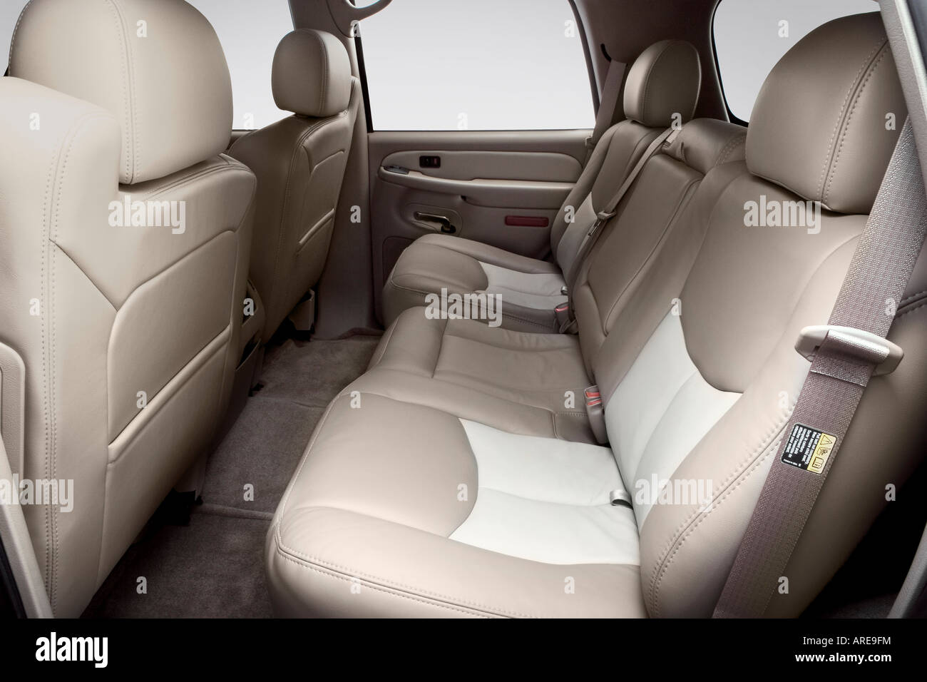 hight resolution of 2006 gmc yukon denali in black rear seats