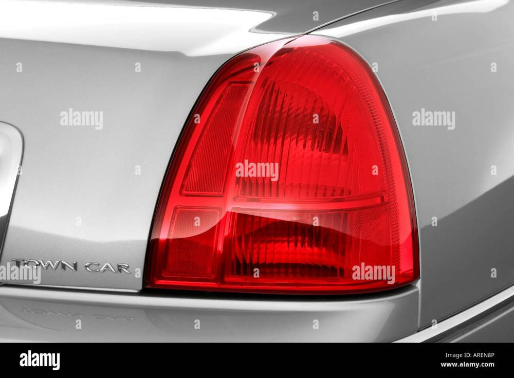medium resolution of 2006 lincoln town car signature in silver tail light