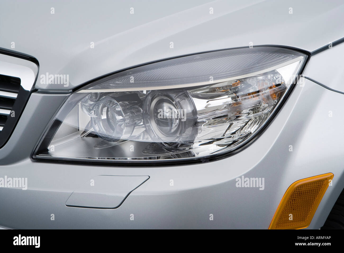 hight resolution of 2008 mercedes benz c class c300 in silver headlight