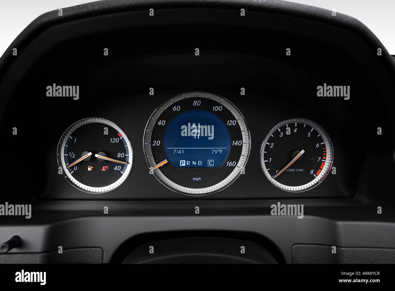 hight resolution of 2008 mercedes benz c class c300 in silver speedometer tachometer