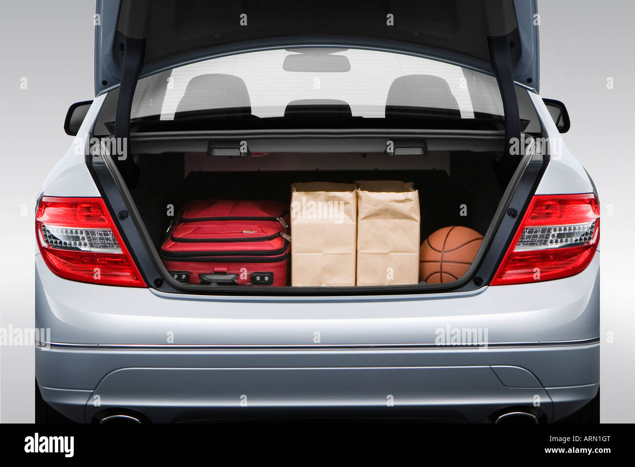 hight resolution of 2008 mercedes benz c class c300 in silver trunk props