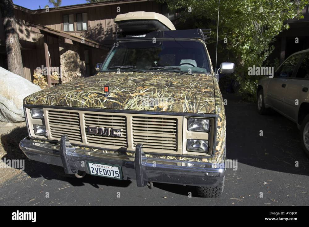 medium resolution of gmc sierra classic 2500 suburban 4wd 1987 on a 3 4 ton chassis camouflaged with camo extreme max 4 hd