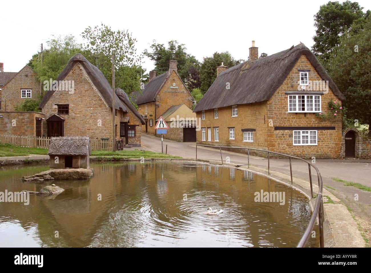Oxfordshire Wroxton Village Pond Stock Photo 17210134 Alamy