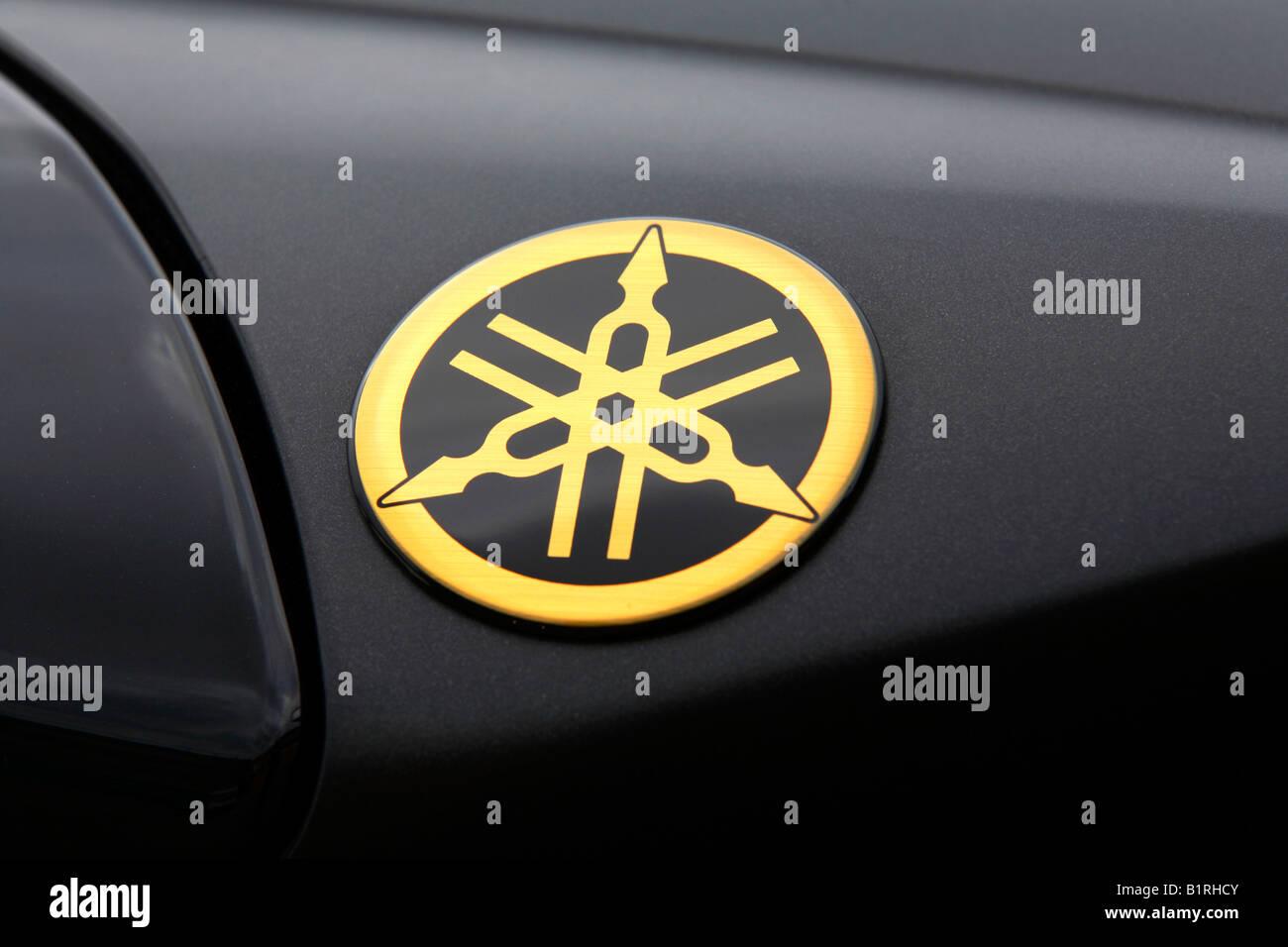 hight resolution of tank of a motorbike emblem of yamaha