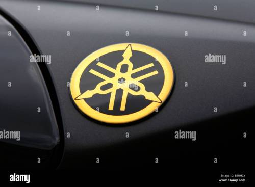 small resolution of tank of a motorbike emblem of yamaha
