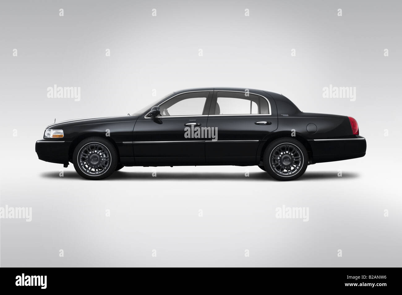 hight resolution of 2008 lincoln town car signature limited in black drivers side profile stock image