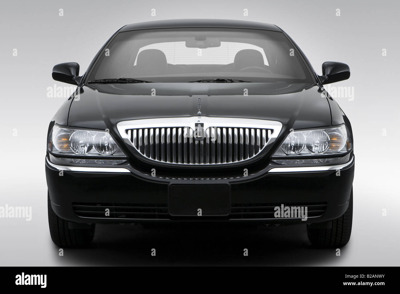hight resolution of 2008 lincoln town car signature limited in black low wide front stock image
