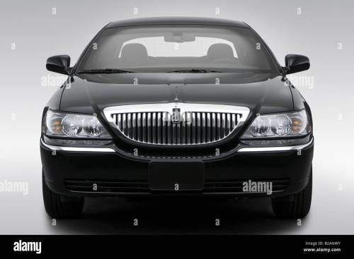 small resolution of 2008 lincoln town car signature limited in black low wide front stock image