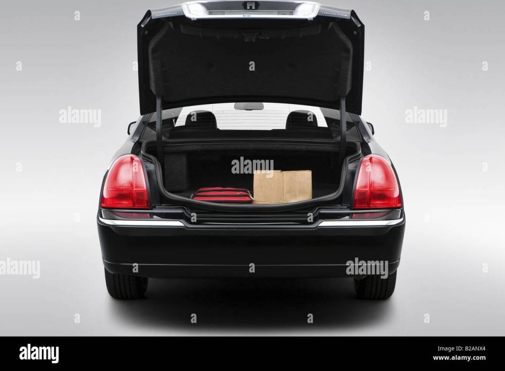 medium resolution of 2008 lincoln town car signature limited in black trunk props