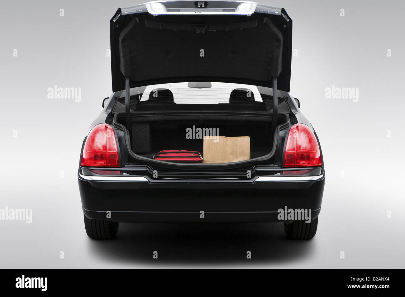 hight resolution of 2008 lincoln town car signature limited in black trunk props