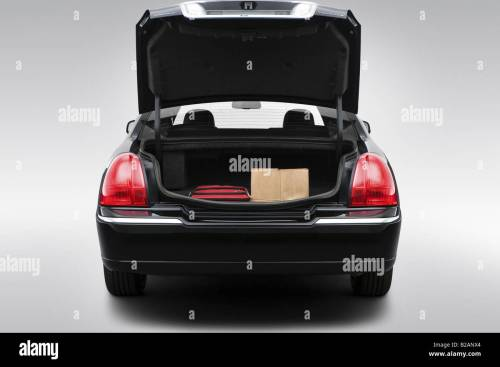 small resolution of 2008 lincoln town car signature limited in black trunk props