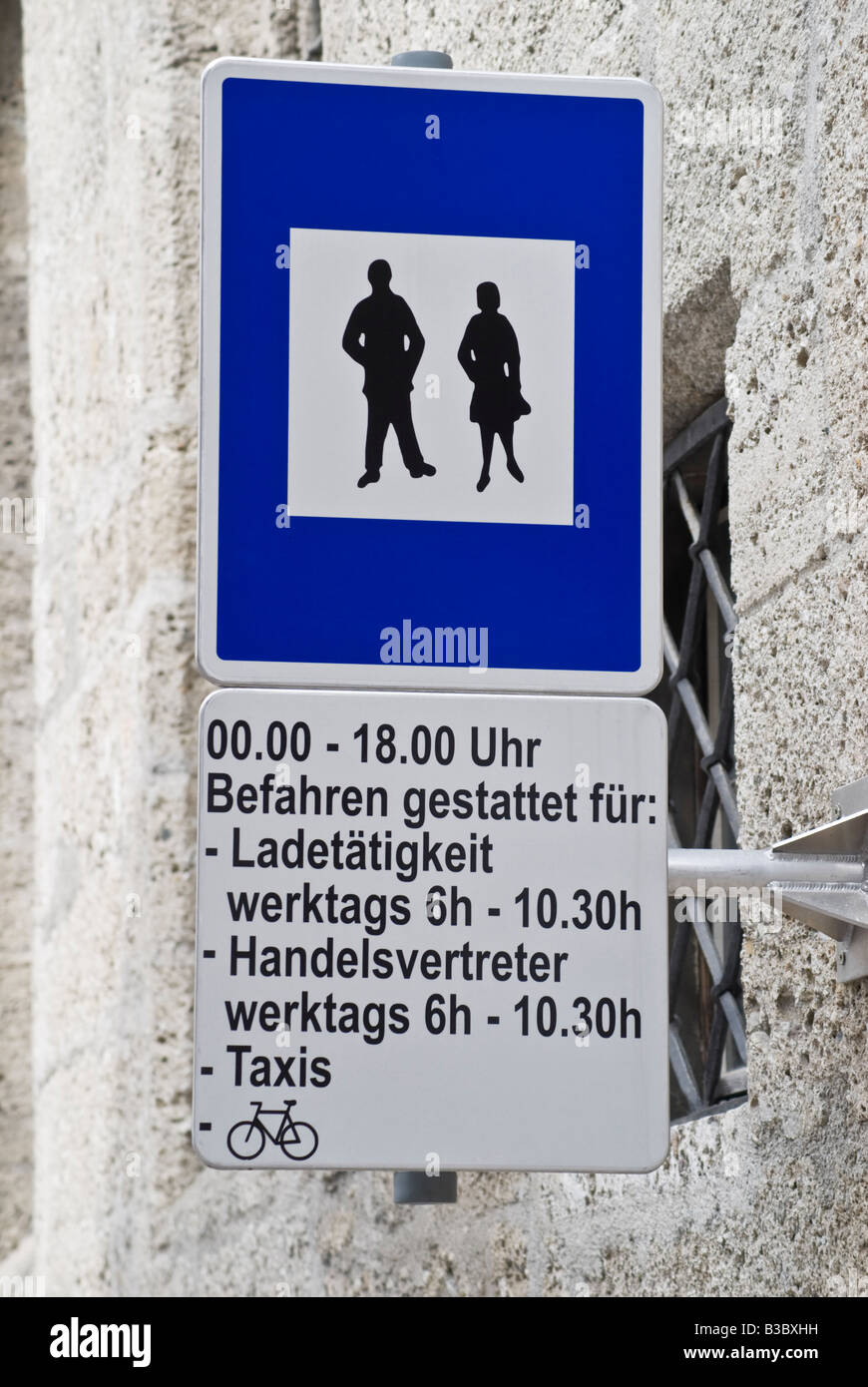 Salzburg Austria Pedestrian Zone Sign Midnight 6pm Loading And Stock Photo Alamy