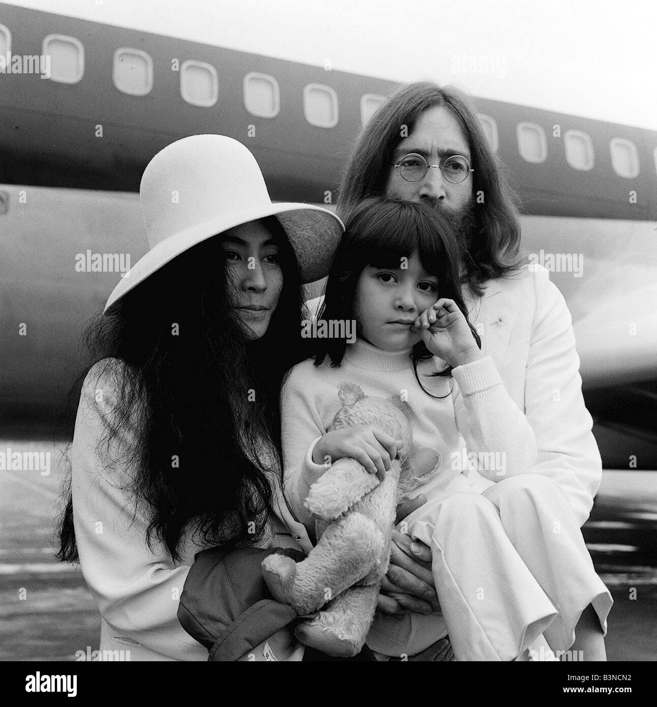 Lennon Ono Fly To Bahamas To Stage Second Bed In 50 Years Ago Onthisday Otd May 24 1969 Retronewser