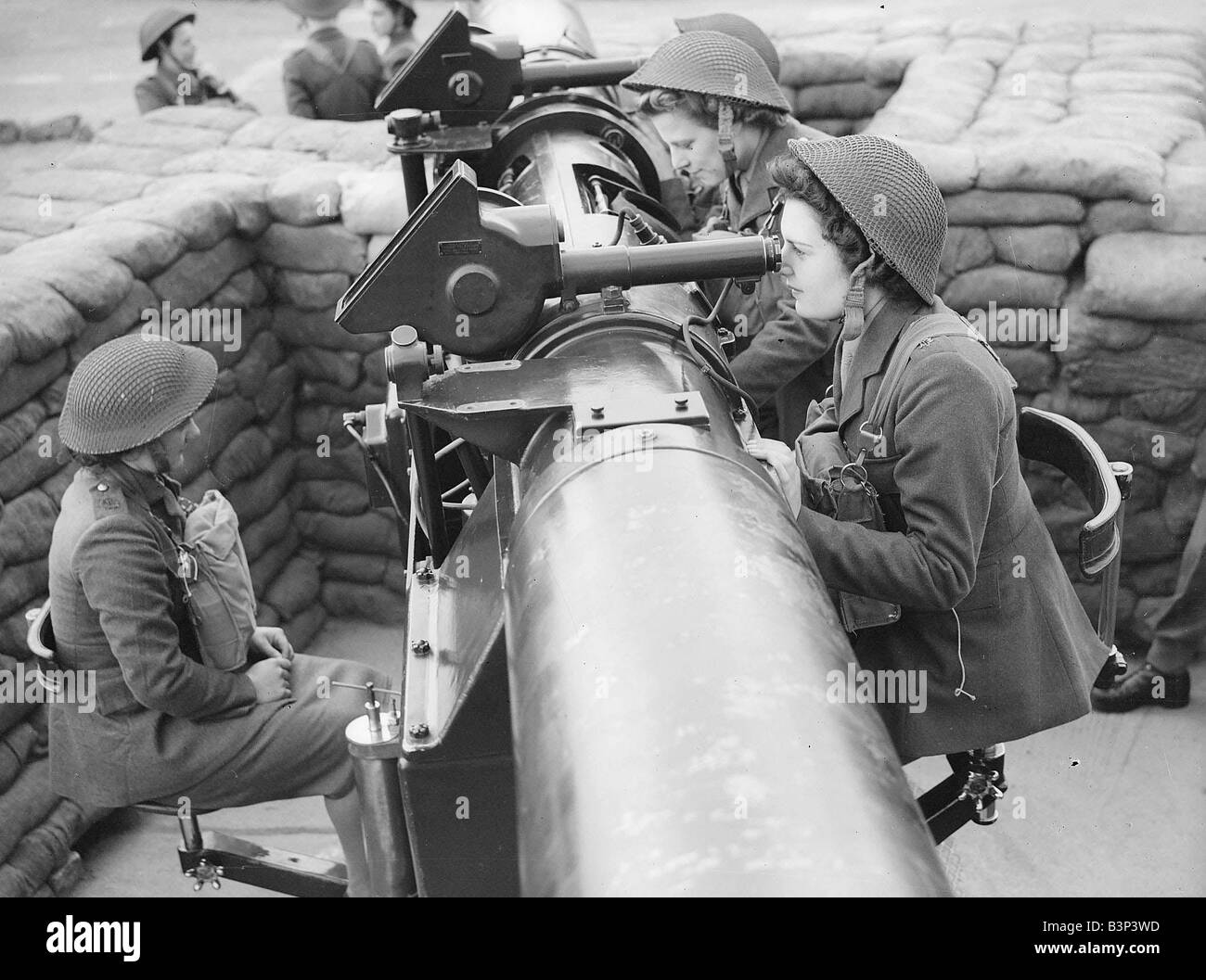 Ats Working A Gunsite During Ww2 Women Doing Mens