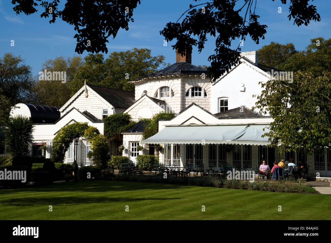 Monkey Island Hotel On A Tiny Island On The Thames In Bray Stock Photo Alamy