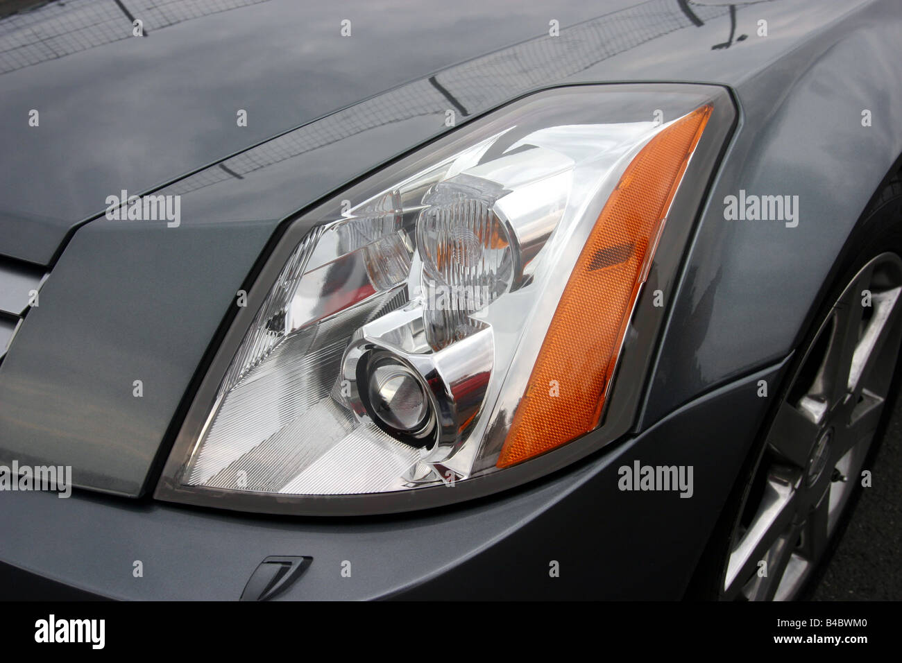 hight resolution of car cadillac xlr convertible model year 2004 anthracite detailed view