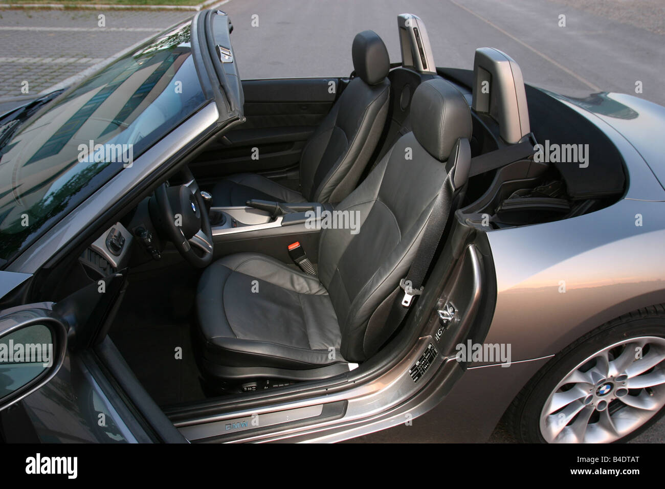 hight resolution of car bmw z4 3 0i roadster convertible 231 ps h chstgeschwindigkeit 250 km h model year 2003 silver anthracite interior vi