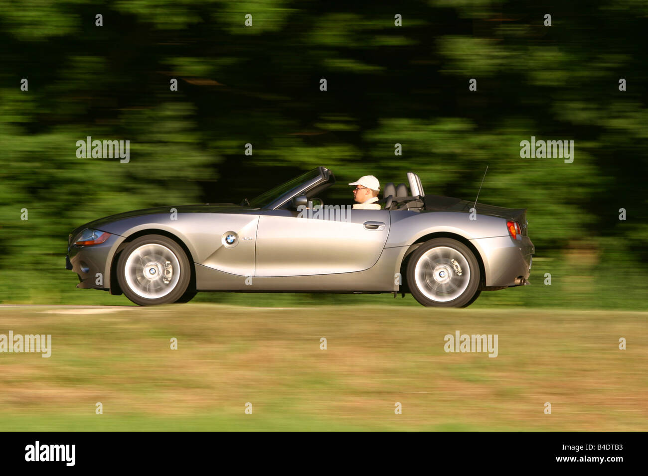 hight resolution of car bmw z4 3 0i roadster convertible 231 ps h chstgeschwindigkeit 250 km h model year 2003 silver anthracite driving op