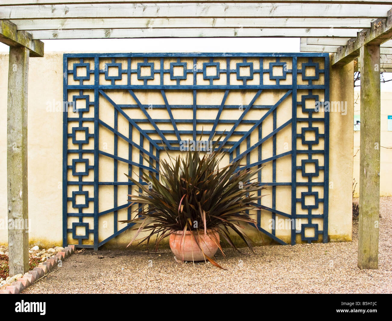 Garden Wall Trellis Designs
