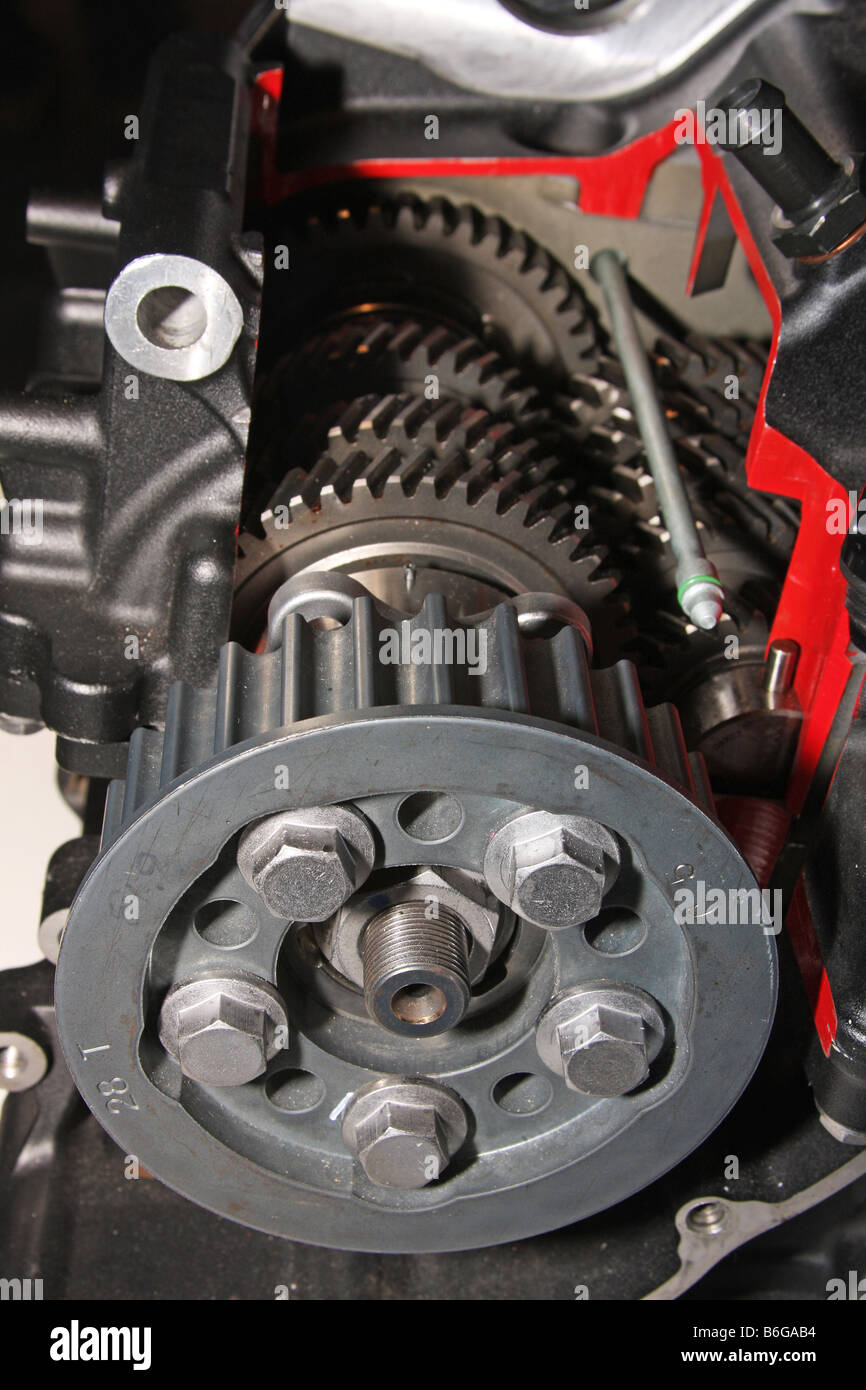 medium resolution of cut away view of gearbox and final drive cog in modern motorcycle engine