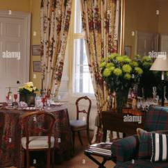 Red And Cream Curtains For Living Room Shelves In Patterned Dining With Lime Green Stock Chrysanthemums Vase On Table Front Of Mirror