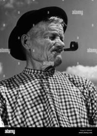 FL3180, KP6098; Man smoking corn-cob pipe (profile Stock ...
