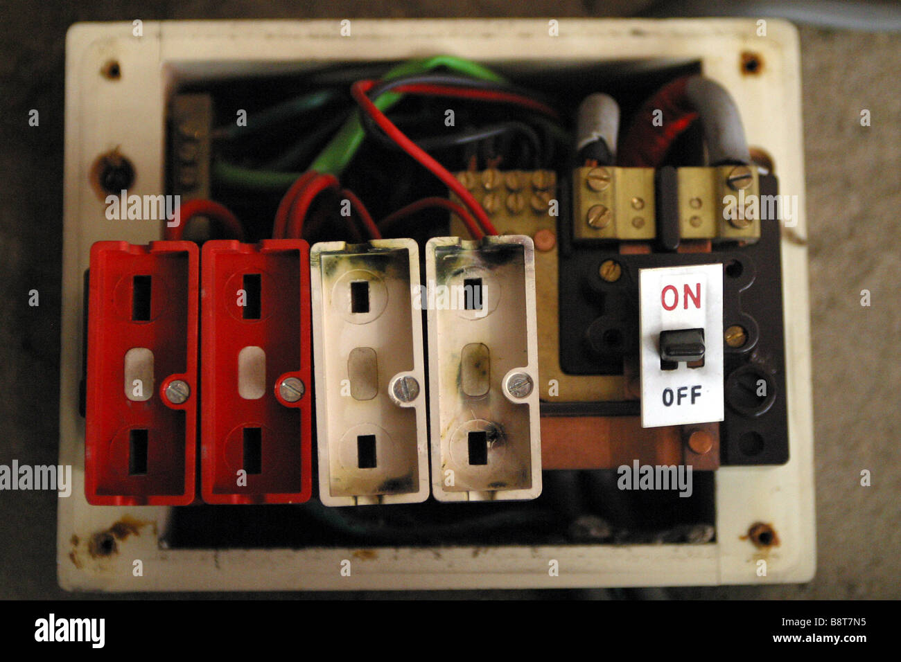 hight resolution of broken fuse in fuse box house wiring diagram world broken fuse box