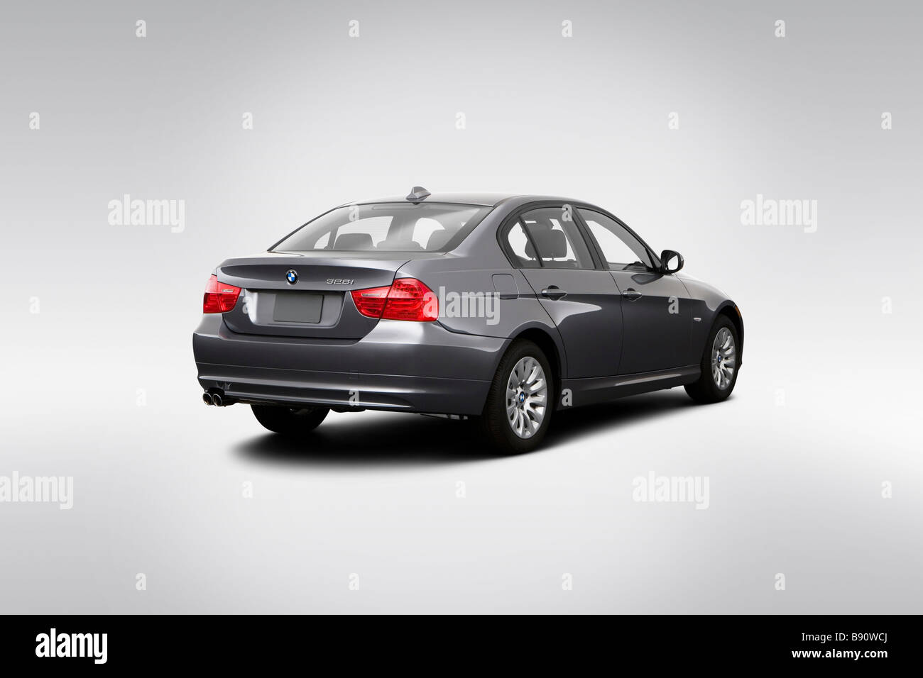 hight resolution of 2009 bmw 3 series 328i in gray rear angle view