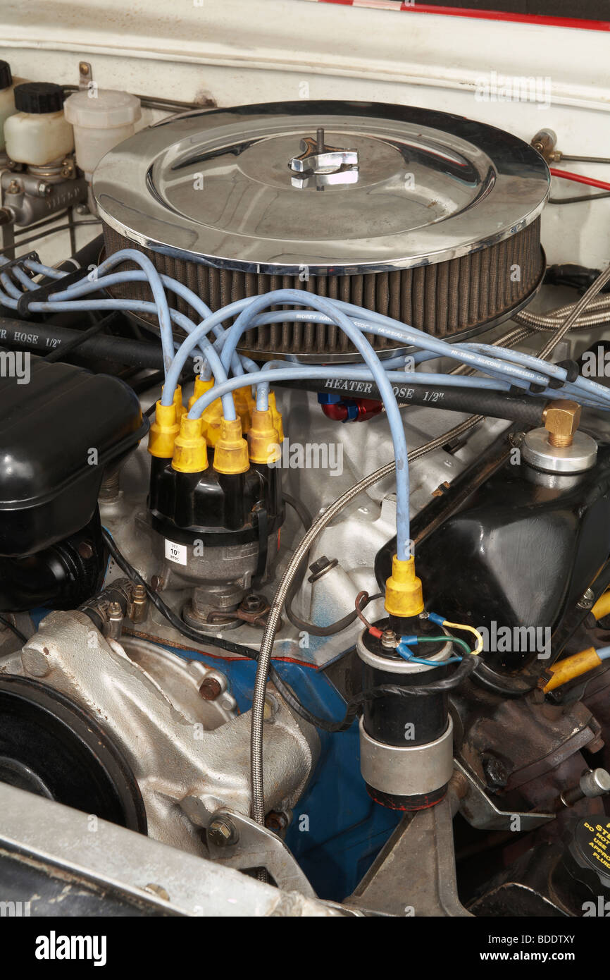 hight resolution of ignition coil distributor on a classic race specification ford v8 engine
