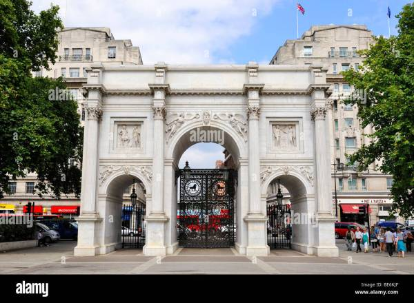 Marble Arch Monument Of White Carrara In Hyde Park Stock 25962679 - Alamy