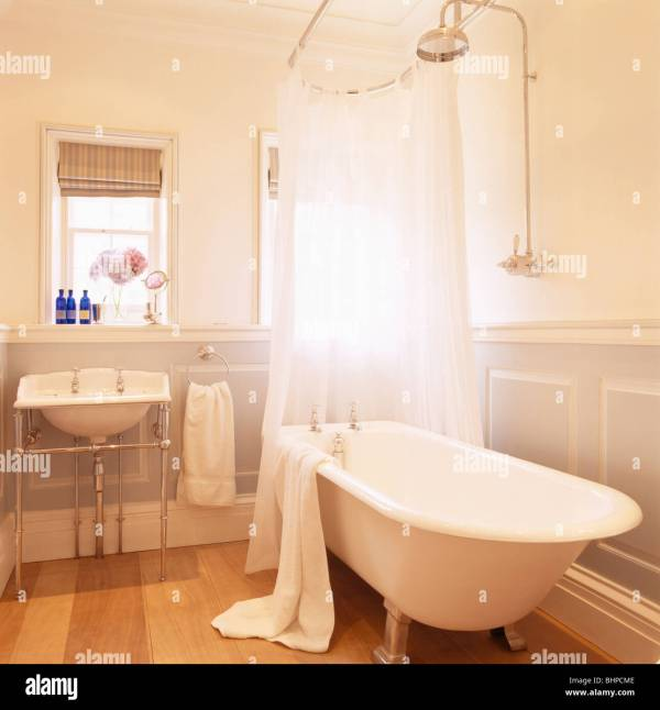 Roll Top Bath With Shower Curtain