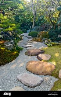 Japanese Stepping Stones Stock Photos & Japanese Stepping ...