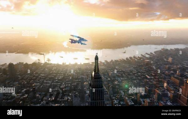 King Kong Empire State Building & York City 2005 Stock 30621047 - Alamy