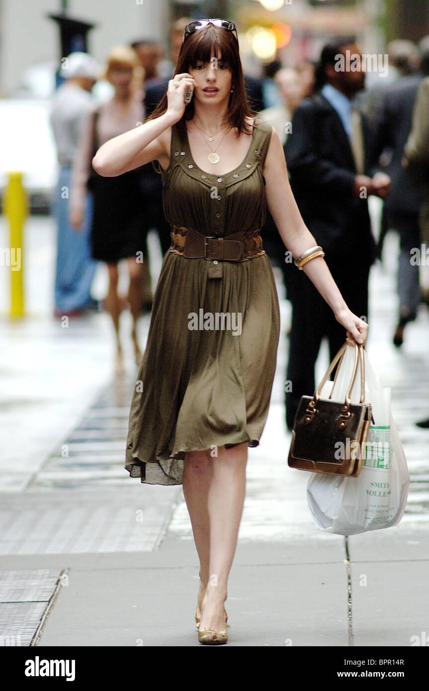 Anne Hathaway Le Diable S Habille En Prada : hathaway, diable, habille, prada, HATHAWAY, DEVIL, WEARS, PRADA, (2006, Stock, Photo, Alamy