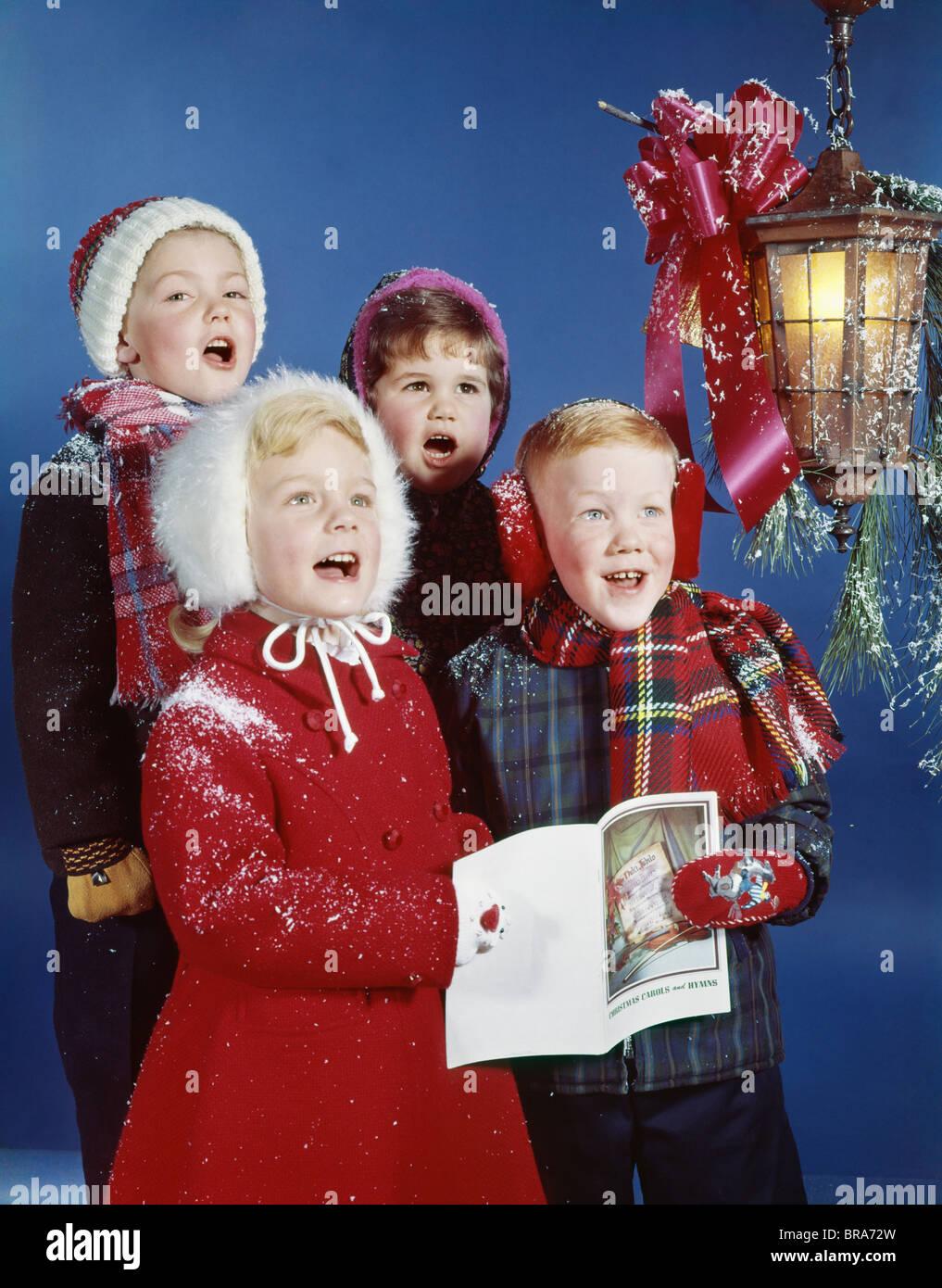 1960 1960s RETRO CHILDREN SINGING CAROLS LAMP CAROLERS