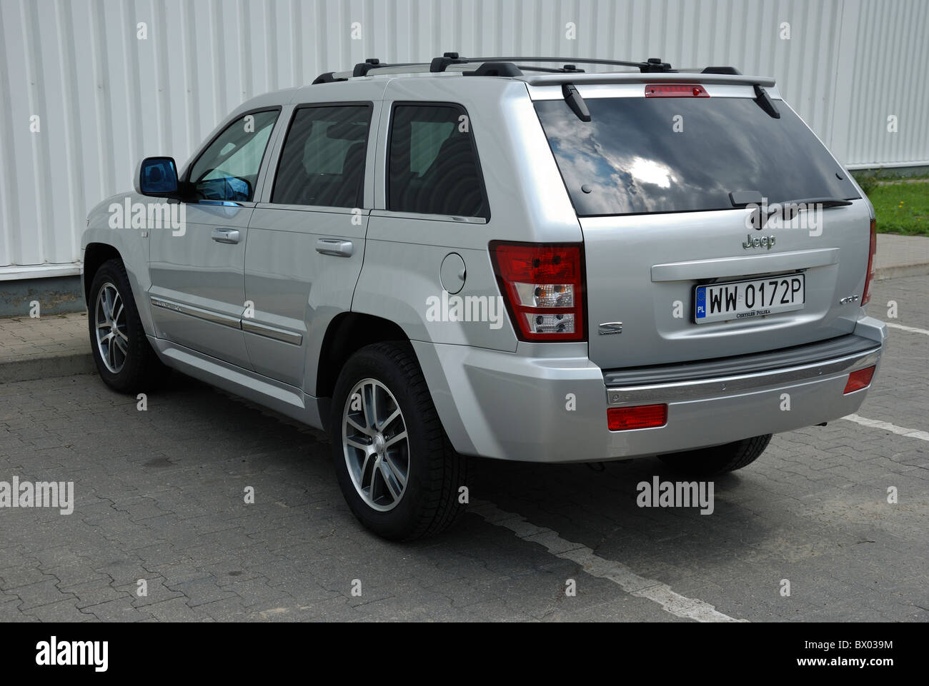 hight resolution of jeep grand cherokee 3 0 crd my 2005 wk silver metallic us popular large off road 4x4 vehicle city
