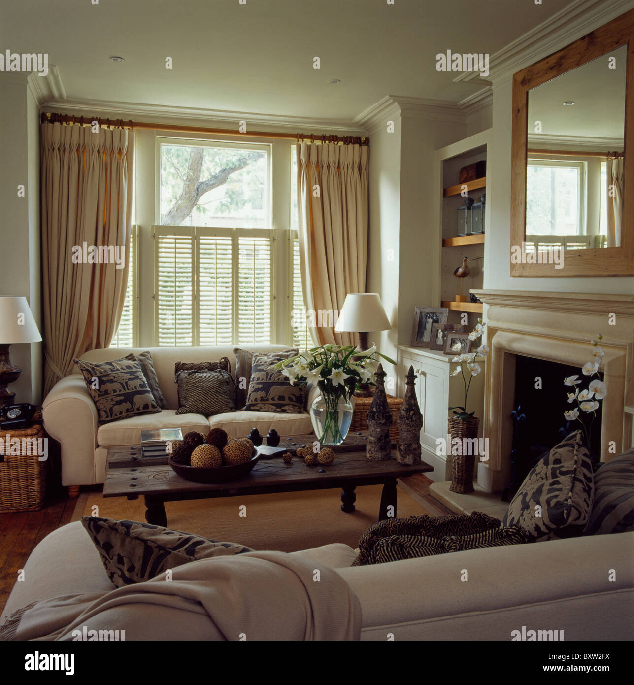 Living Rooms Cream Sofas In Stock Photos & Living Rooms