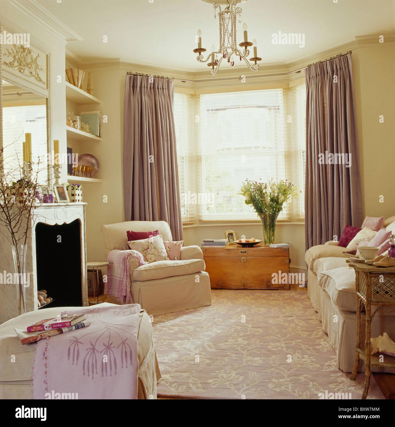 Cream textured carpet in cream living room with pale mauve