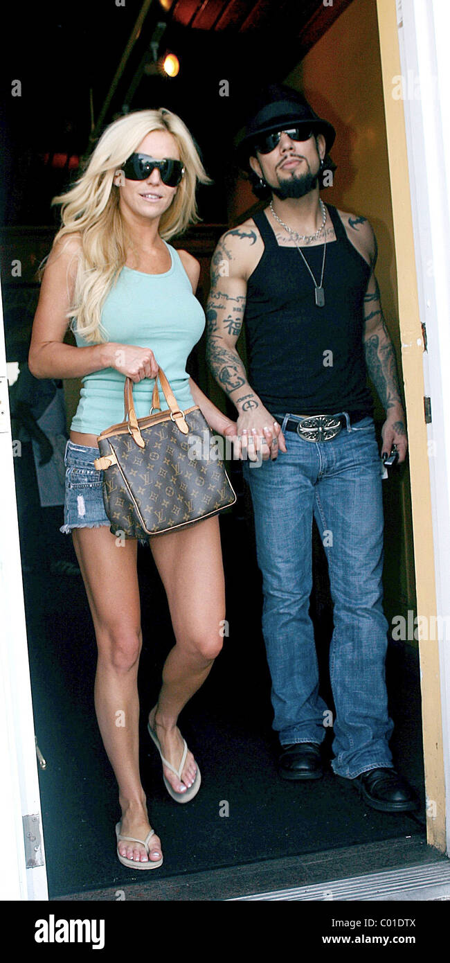 Dave Navarro Dined With New Girlfriend At A Restaurant On