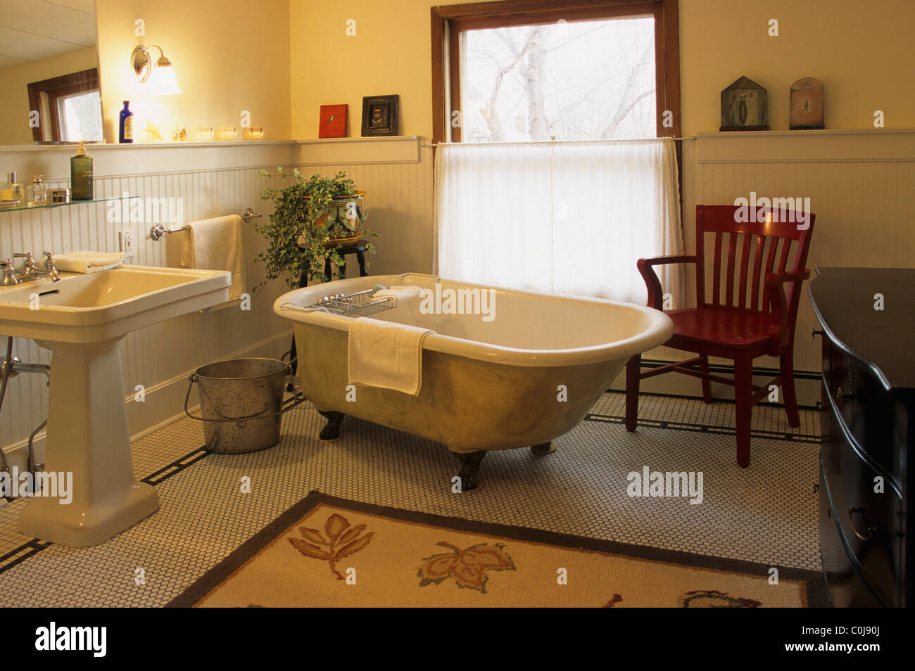 Old Fashioned Cast Iron Clawfoot Bathtub And Pedestal Sink In Stock Photo Alamy