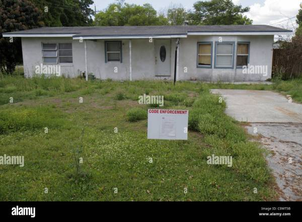Florida St Saint Cloud vacant abandoned house home sign