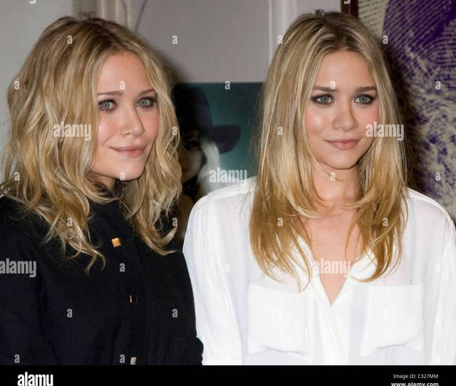 Mary Kate Olsen And Ashley Olsen The Olsen Twins Sign Their New Book Influence At Barnes Noble New York City Usa